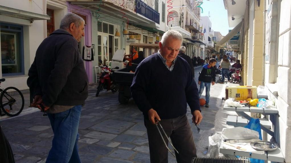 Τσικνοπέμπτη στην Αγορά της Χώρας Άνδρου 3 MART 2016 VANGLOUK ANDROSFILM (9)