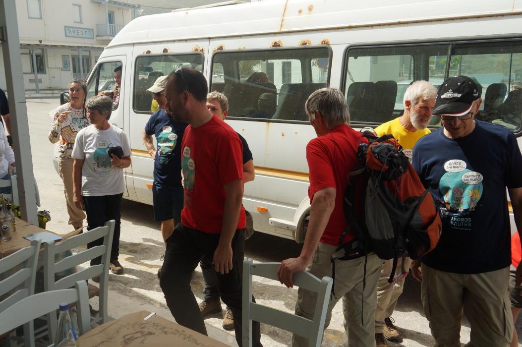 Ολλανδοί εθελοντές καθαρίζουν μονοπάτια της Άνδρου Vanglouk Androsfilm 8 April 2016 (10)