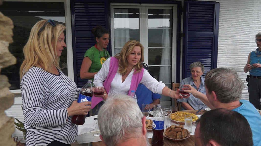 Ολλανδοί εθελοντές καθαριζουν μονοπάτια στην Άνδρο 7 Απριλίου 2016 Τρομάρχια Καππαριά Γιάλια andros routes vanglouk androsfilm.gr (9) 1