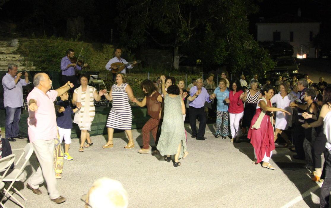 Ο χορός του Φιλανθρωπικού Συλλόγου Αποικίων 17 Ιουλίου 2016 vanglouk androsfilm (4)