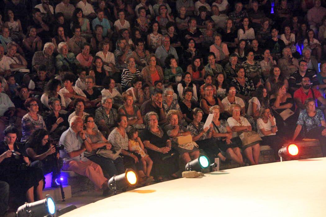 θεατρικος όμιλος Άνδρου το μεγάλο μας τσίρκο 29 ιουλίου 2016 androsfilm vanglouk (2)