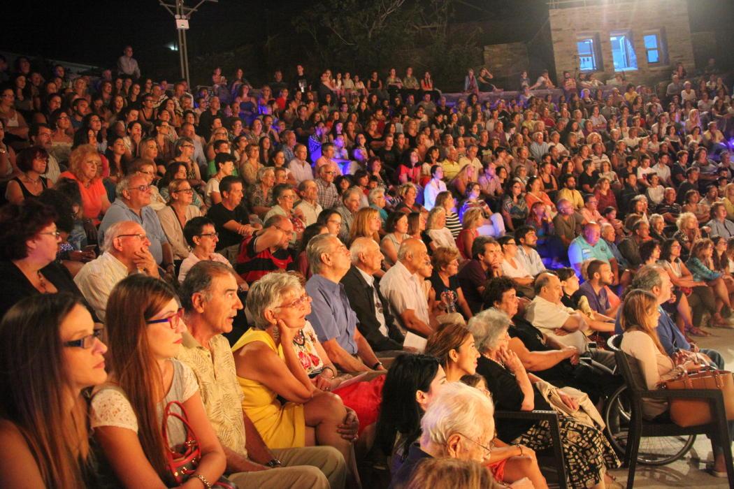 θεατρικος όμιλος Άνδρου το μεγάλο μας τσίρκο 29 ιουλίου 2016 androsfilm vanglouk (6)