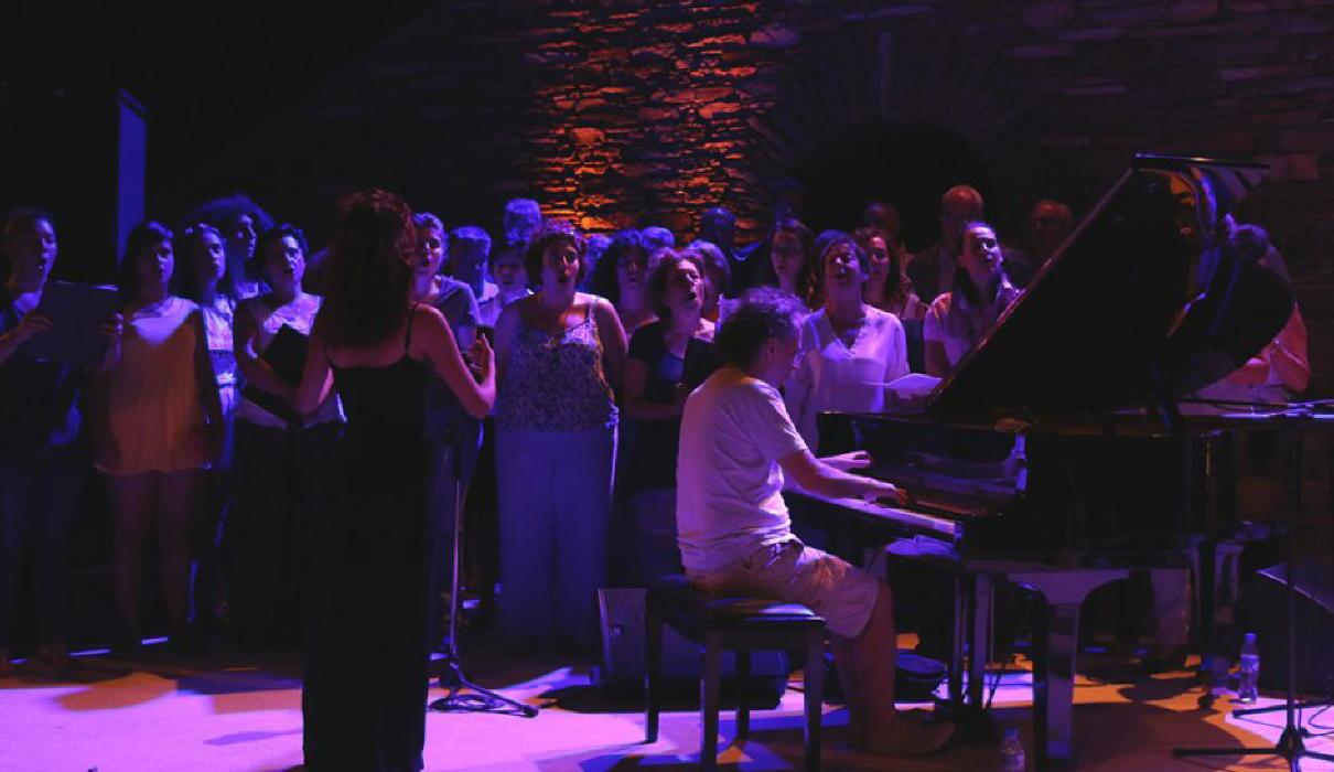 παραμονή συναυλίας Μαρίας Φαραντούρη  στην Άνδρο vanglouk androsfilm (2)