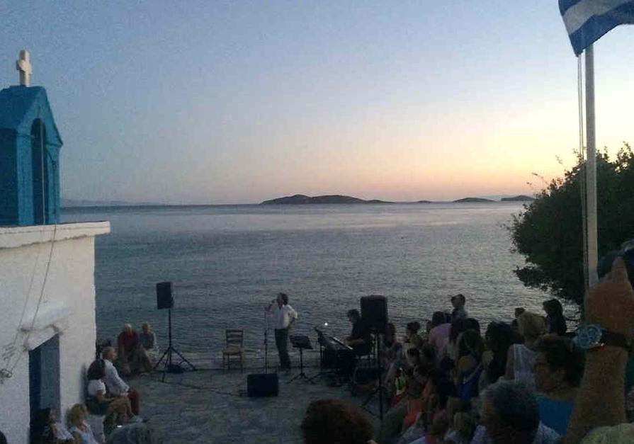 συναυλία Βασίλη Λέκκα στον Άγιο Κυπριανό 13 ιουλιου 2016 androsfilm (3)