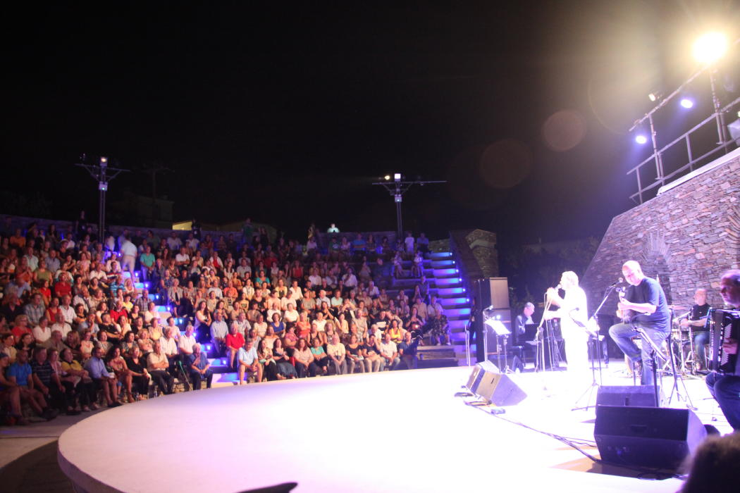 συναυλια μανωλη Μητσια Γεωργιας Νταγάκη 30 ιουλιου 2016 2ο φεστιβάλ άνδρου vanglouk androsfilm (14)