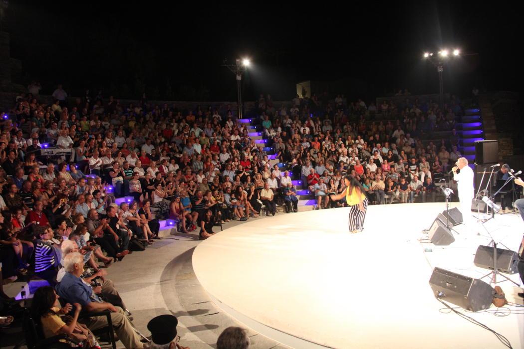 συναυλια μανωλη Μητσια Γεωργιας Νταγάκη 30 ιουλιου 2016 2ο φεστιβάλ άνδρου vanglouk androsfilm (7)