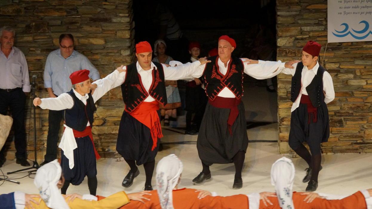 18ο Φεστιβάλ παραδοσιακών χορών Συλλόγου Γυναικών Άνδρου  9 ιουλιου 2016 androsfilm vanglouk  (10) - Αντίγραφο
