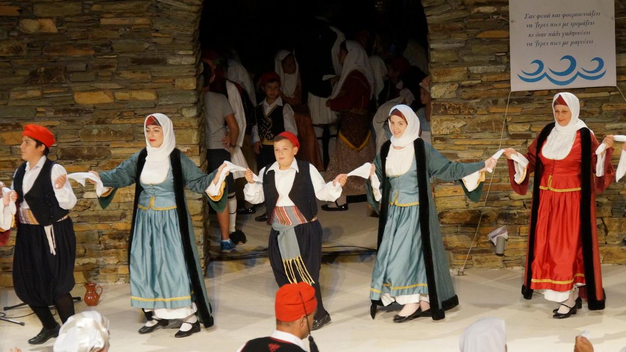 18ο Φεστιβάλ παραδοσιακών χορών Συλλόγου Γυναικών Άνδρου  9 ιουλιου 2016 androsfilm vanglouk  (13) - Αντίγραφο