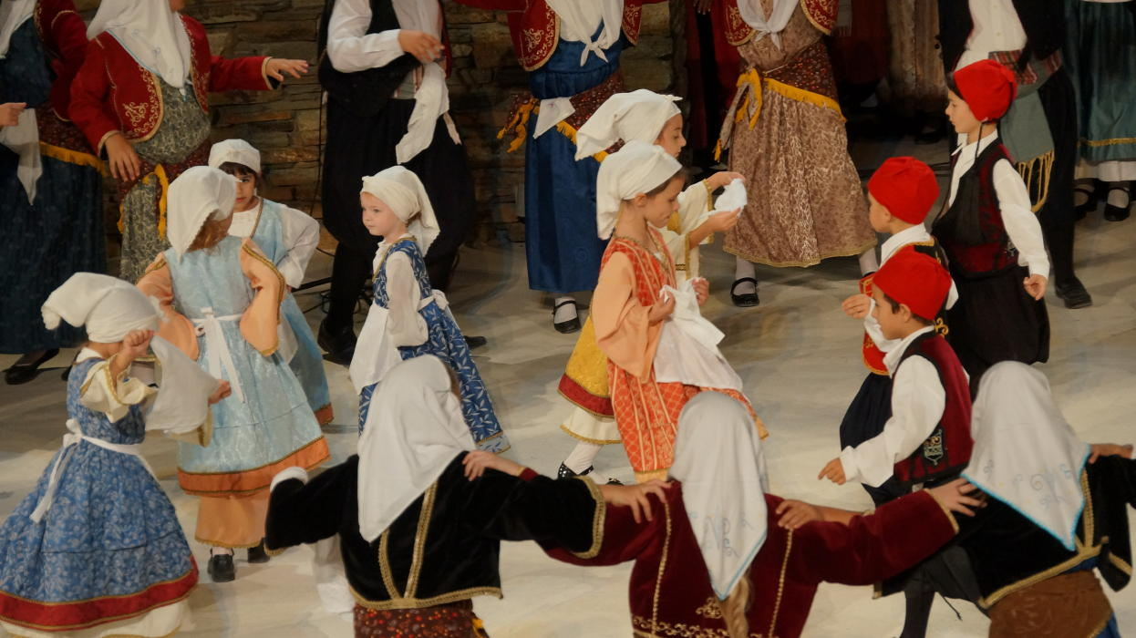 18ο Φεστιβάλ παραδοσιακών χορών Συλλόγου Γυναικών Άνδρου  9 ιουλιου 2016 androsfilm vanglouk  (15) - Αντίγραφο
