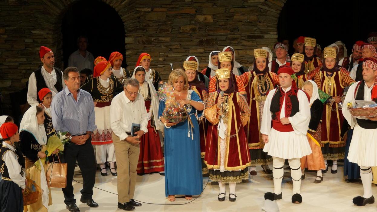 18ο Φεστιβάλ παραδοσιακών χορών Συλλόγου Γυναικών Άνδρου  9 ιουλιου 2016 androsfilm vanglouk  (17) - Αντίγραφο