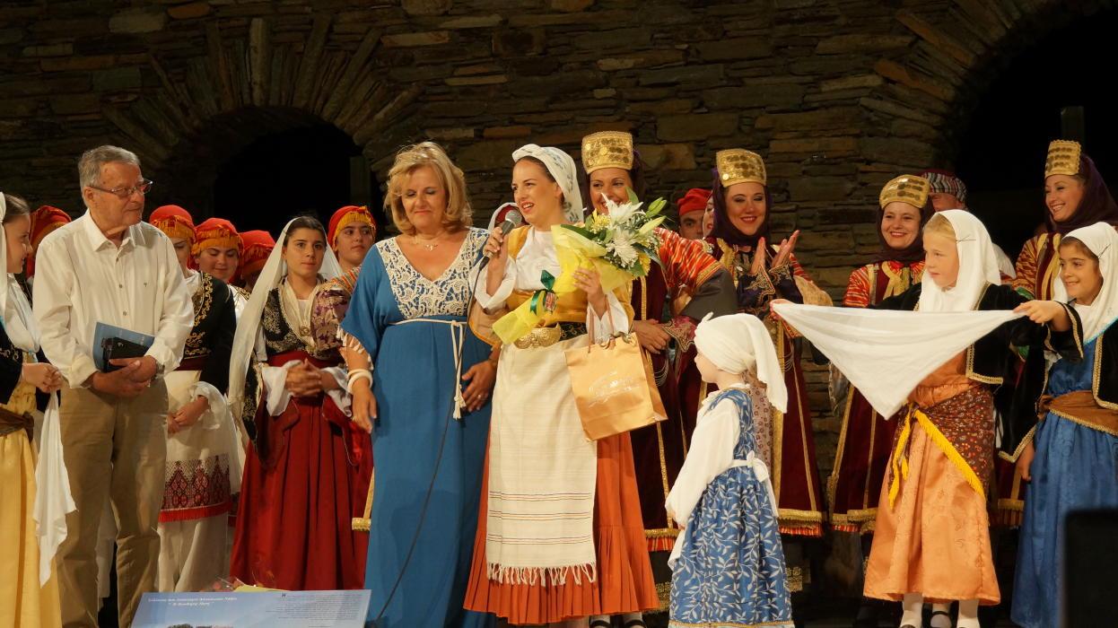 18ο Φεστιβάλ παραδοσιακών χορών Συλλόγου Γυναικών Άνδρου  9 ιουλιου 2016 androsfilm vanglouk  (19) - Αντίγραφο