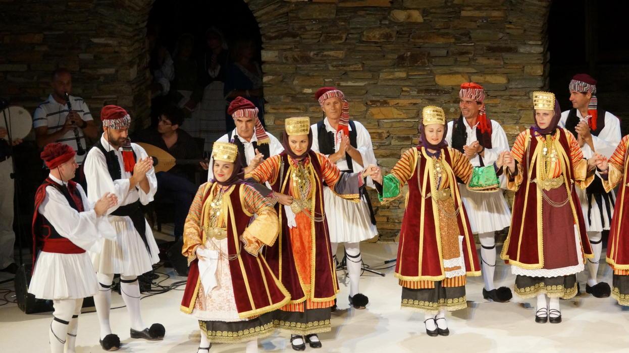 18ο Φεστιβάλ παραδοσιακών χορών Συλλόγου Γυναικών Άνδρου  9 ιουλιου 2016 androsfilm vanglouk  (4) - Αντίγραφο