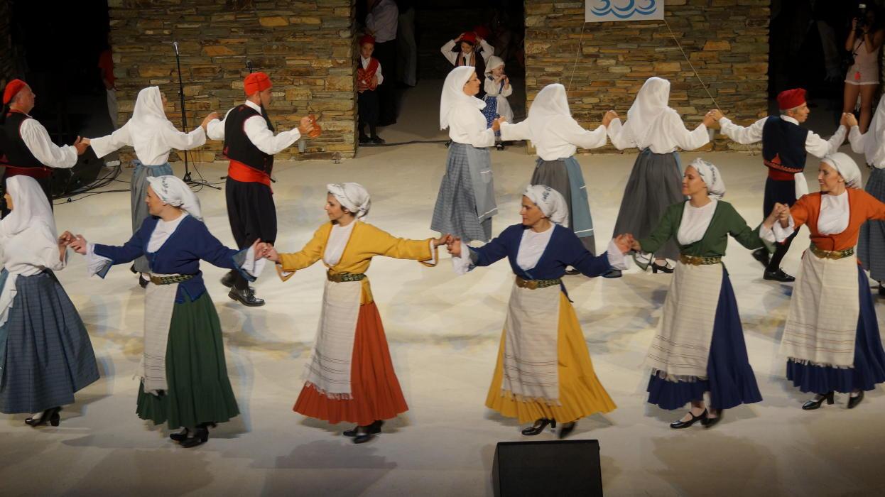 18ο Φεστιβάλ παραδοσιακών χορών Συλλόγου Γυναικών Άνδρου  9 ιουλιου 2016 androsfilm vanglouk  (8) - Αντίγραφο